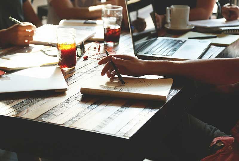 بيئة العمل واختيار الموظفين