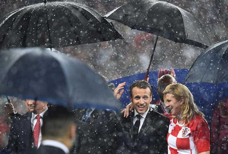 رئيسة كرواتيا مع ماكرون