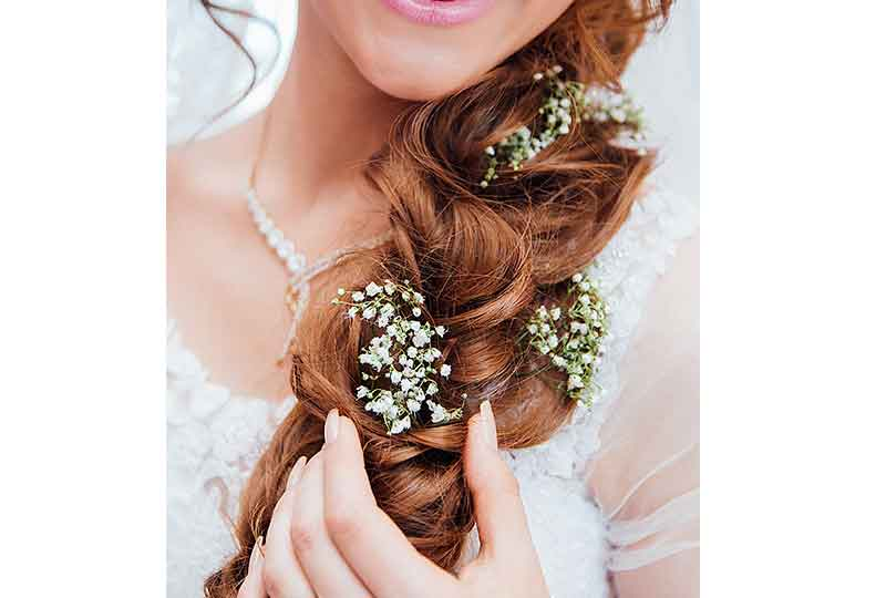 الزهور المضفرة على الشعر