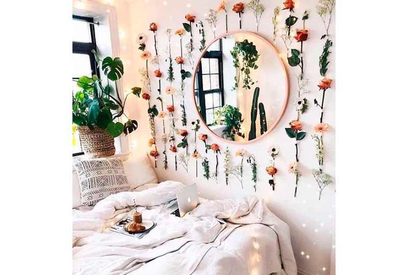 استخدام الورد في تزيين الحائط
