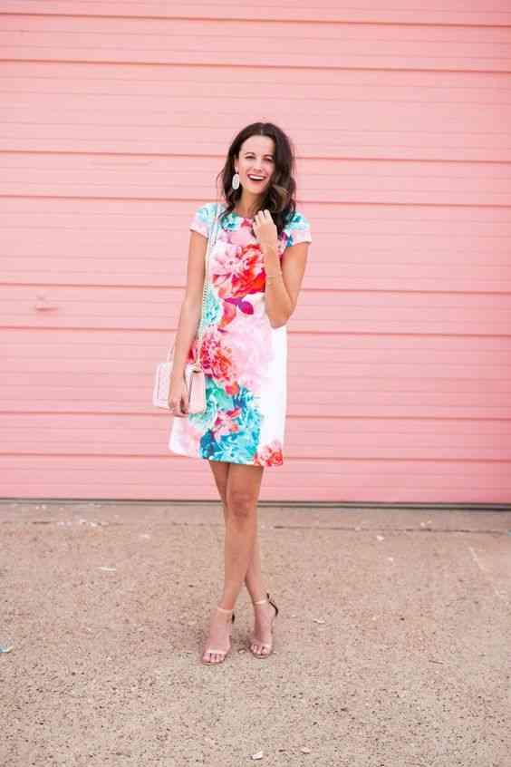 أنواع الفساتين فستان قصير مطبوع بالزهور