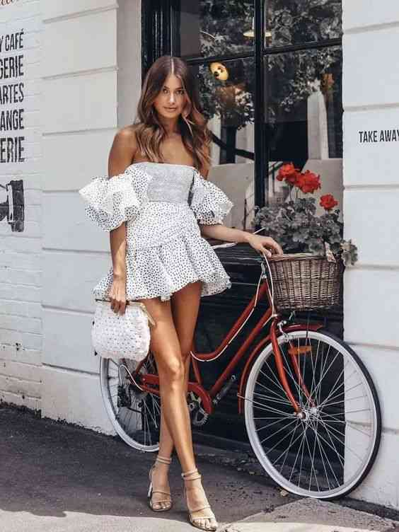 أنواع الفساتين فستان بأكتاف متساقطة