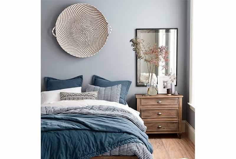 غرفة نوم هادئة باللون الأزرق