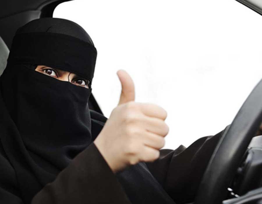 أحلام الثنيان أول سعودية تحصل على رخصة قيادة